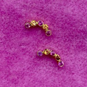 Halvmåne Ørestikker i 18 kt guld med pink og orange safier