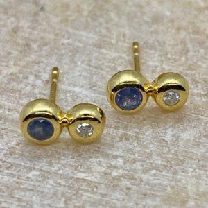 Ørering i 18 kt guld med blå safir og diamant